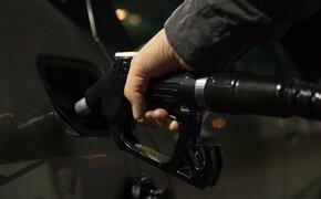 """Z zaparkowanej ciężarówki """"zlali"""" 100 litrów paliwa. Zarzuty m.in. dla 17-latka"""