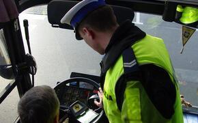 Policja kontroluje busy