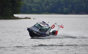 Trwają poszukiwania 60-latka, który wypadł z jachtu na Jeziorze Solińskim - Aktualności Podkarpacie