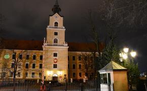 Ewakuacja w Sądzie Okręgowym w Rzeszowie. Przyszła koperta z białym proszkiem i informacją o bombie - Aktualności Rzeszów