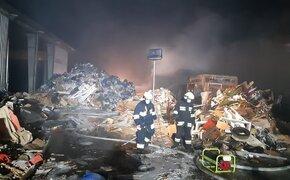 Pożar sortowni odpadów. 220 strażaków w akcji - Aktualności Podkarpacie