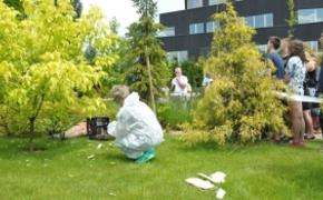 | FOTO. Znaleźli ciało w ogrodach WSPiA. Przeprowadzono oględziny miejsca zabójstwa