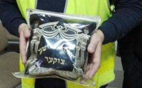 | 22-latek ukradł pielgrzymowi tefilin używany do modlitwy