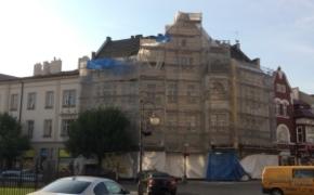 | Trwaj� prace remontowe przy kamienicy na ul. 3 Maja. Budynek odzyska dawny wygl�d