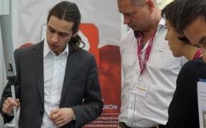 | Rzeszowski student stworzył wynalazek. Innowacyjna laska dla niewidomych nagrodzona na międzynarodowej wystawie