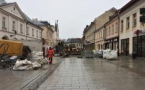 | Ponad 100 pracowników na placu budowy przy ul. 3 Maja. Kiedy koniec?