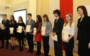 | Dyplomy dla stypendystów i medale dla nauczycieli. Podsumowanie uroczystości w Urzędzie Wojewódzkim