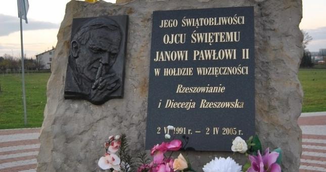 Aktualności Rzeszów   Czy pomnik Jana Pawła II z Francji znajdzie się w Rzeszowie?