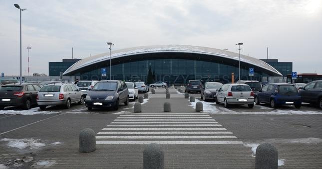 Koniec z darmowym parkingiem na lotnisku w Jasionce. Od lipca zaczną obowiązywać opłaty - Aktualności Rzeszów
