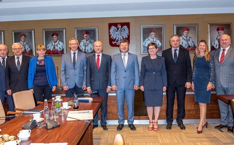Nowy rektor Politechniki Rzeszowskiej oficjalnie przejął władzę rektorską - Aktualności Rzeszów