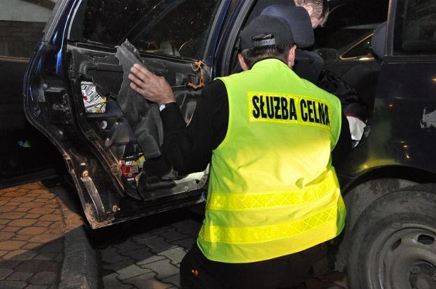 Aktualności Podkarpacie | Papierosy ukrył w kołach auta