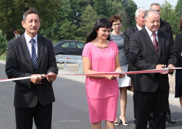 Aktualności Podkarpacie | Modernizacja drogi zakończona. Było przecięcie wstęgi