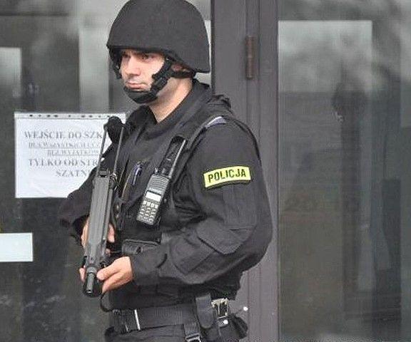 Aktualności Podkarpacie | Napadli na bank, zabarykadowali się w szkole i zabrali zakładników