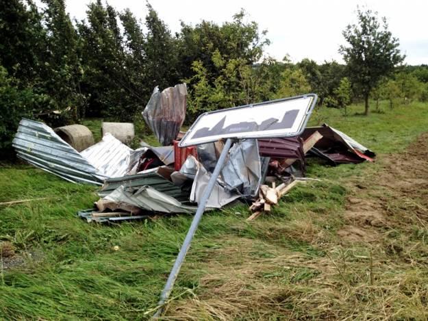 Aktualności Podkarpacie | Jedna osoba ranna, zablokowane drogi i pozdzierane dachy