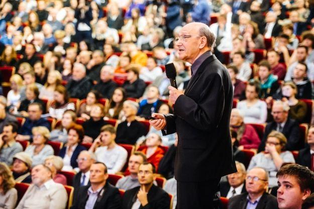 Aktualności Rzeszów | (FOTO) Tłumy słuchaczy na wykładzie ks. prof. Michała Hellera