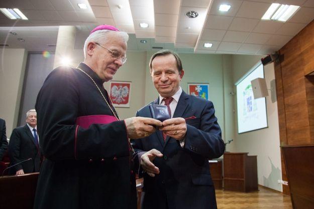 Aktualności Rzeszów | Arcybiskup Michalik zasłużony dla Podkarpacia. Uroczyste odznaczenie