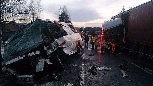 Aktualności Podkarpacie | 13 osób rannych w zderzeniu busa z tirem!