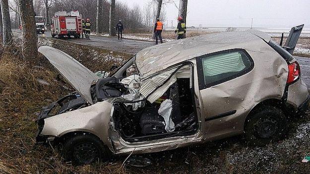 Aktualności Podkarpacie | Śmiertelny wypadek w Lubaczowie. Golfem uderzyła w drzewo