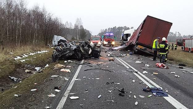 Aktualności Podkarpacie | FOTO. Śmiertelny wypadek. Zderzenie dwóch ciężarówek i osobówki