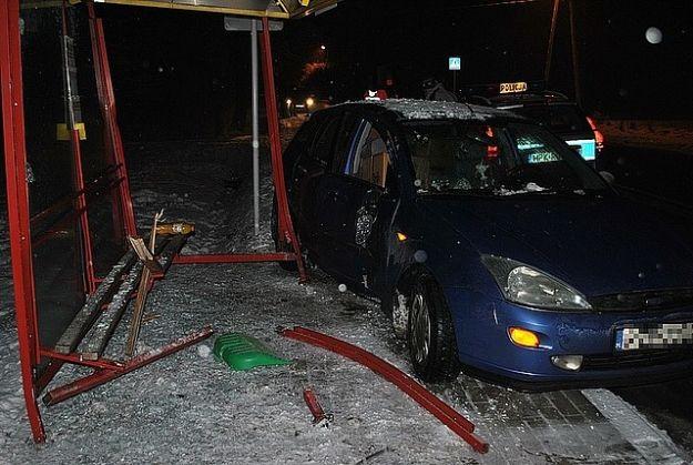 Aktualności Rzeszów | Wjechała autem w przystanek. Raniła pieszego