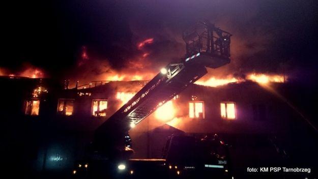 Aktualności Podkarpacie | FOTO. Pożar w tarnobrzeskim salonie Forda. Siedem godzin gasili ogień!