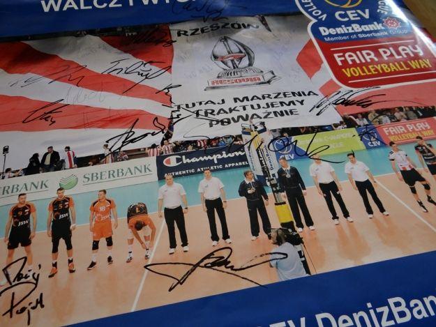 Aktualności Rzeszów | Chcesz mieć muszkę Korwina-Mikke? A może plakat z autografami siatkarzy Asseco Resovia?