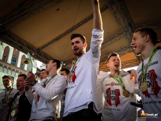 Aktualności Rzeszów | FOTO. Wielka feta na rzeszowskim Rynku z udziałem siatkarzy Asseco Resovii