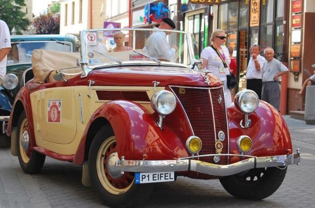 Aktualności Rzeszów | Zabytkowe Pojazdy na placu Farnym