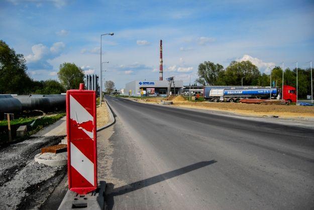 Aktualności Rzeszów | Uwaga kierowcy! Znowu zmiany przy ul. Rzecha. Oddali do użytku jedną nitkę nowej drogi