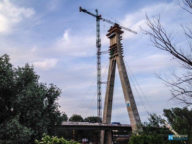 Aktualności Rzeszów | Praca wrze na placu budowy nowego mostu. Zobacz, co będą robić w najbliższym czasie