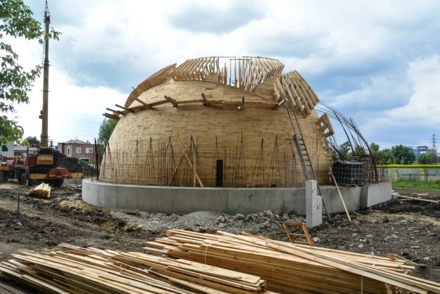 Aktualności Rzeszów | FOTO. Zobacz, jak przebiega budowa fontanny i strumyka w Parku Papieskim