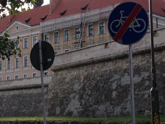 Aktualności Rzeszów | Trwają prace przy Zamku Lubomirskich. Zobacz, co robią