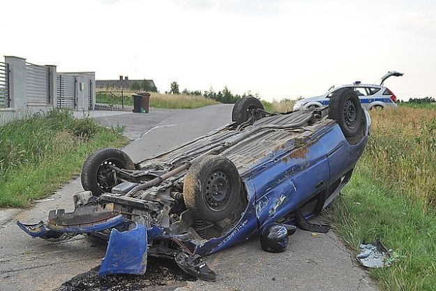 Aktualności Rzeszów | Dachowanie w Matysówce. 7 osób w 5-cio osobowej hondzie i pijany kierowca?
