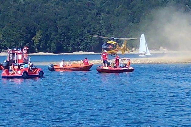 Aktualności Podkarpacie | VIDEO. Brawurowa akcja służb ratowniczych na Jeziorze Solińskim. Uratowano 47-letniego mężczyznę