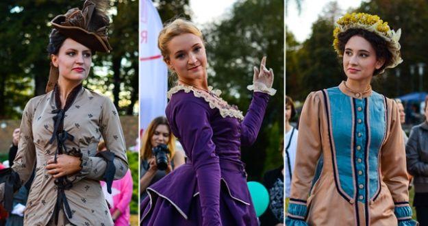 Aktualności Rzeszów | FOTO. Pokaz XIX wiecznej mody przy Fontannie Multimedialnej