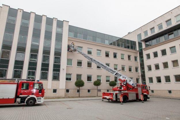 Aktualności Rzeszów | Ewakuacja pracowników Urzędu Marszałkowskiego. Odbili zakładniczkę porwaną przez terrorystę