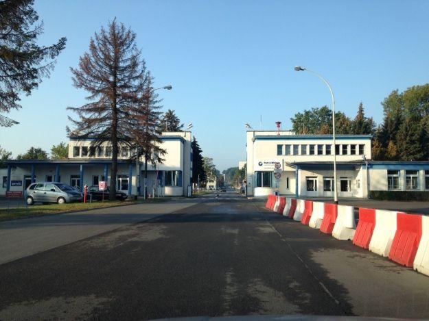 Aktualności Rzeszów | Nie ma już logo WSK nad bramą zakładu