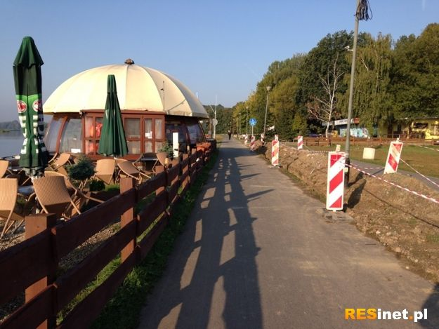 Aktualności Rzeszów | (FOTO) Poszerzają ścieżkę rowerową nad Wisłokiem
