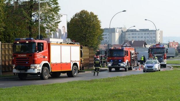 Aktualności Rzeszów | FOTO. Tir przewrócił się na rondzie Pobitno