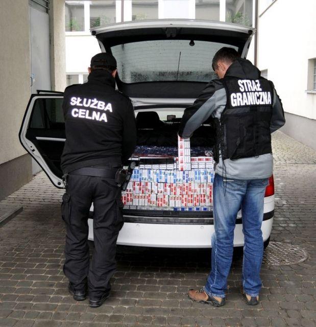 Aktualności Podkarpacie | W Skodzie przewoził papierosy z przemytu. Towar wyceniono na ponad 102 tys. zł