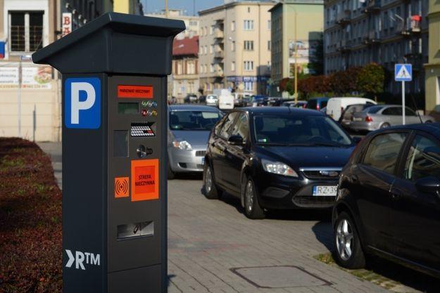 Aktualności Rzeszów | Ustalono ceny opłat w strefie płatnego parkowania. Ile za abonament, kto zwolniony z płacenia, jak wysokie kary?