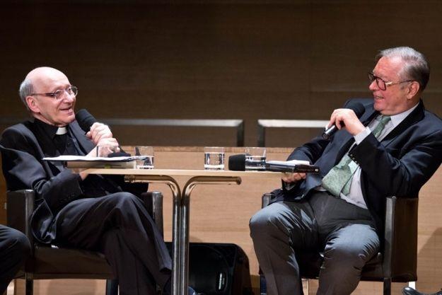 Aktualności Rzeszów | FOTO. Tłumy na spotkaniu z ks. prof. Hellerem i prof. Zanussim