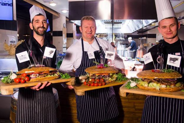 Aktualności Rzeszów | Największego burgera w Polsce zjesz w Rzeszowie. Waży 4,5 kg i mierzy 35 cm
