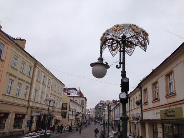 Aktualności Rzeszów | Rozpoczęli montaż świątecznych ozdób. Gdzie pojawią się bożonarodzeniowe dekoracje?