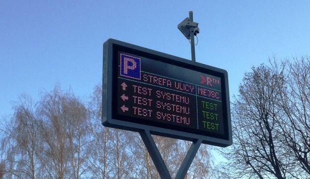 Aktualności Rzeszów | Testują tablice Strefy Płatnego Parkowania