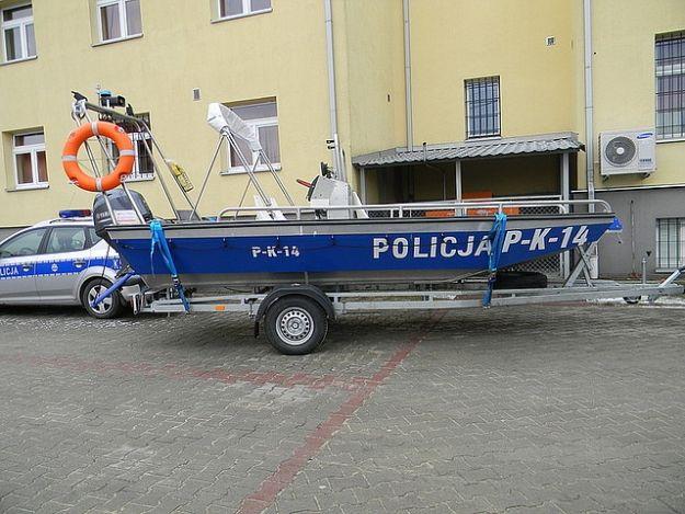 Aktualności Podkarpacie | Furgonetka i łódź dla podkarpackiej policji. Funkcjonariusze otrzymali nowy sprzęt