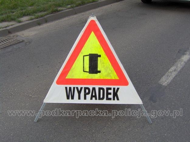 Aktualności Rzeszów | Wypadek w Tyczynie. Fiat zderzył się z ciężarówką i wpadł do rowu
