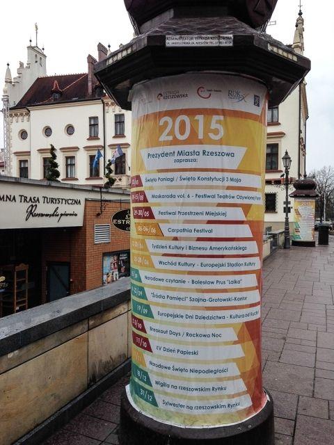 Aktualności Rzeszów | Obrotowe słupy informacyjne w centrum Rzeszowa