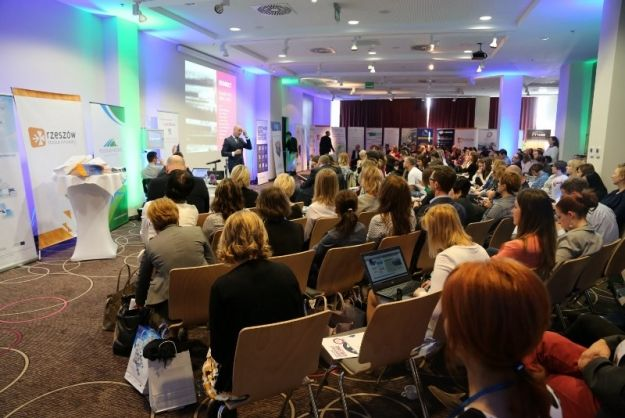 Aktualności Rzeszów | Promocja jubileuszowej książki podczas Kongresu Public Relations w Rzeszowie