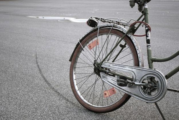 Aktualności Rzeszów | Podwójny pech rowerzysty. Zderzył się z autem i został zatrzymany przez policję